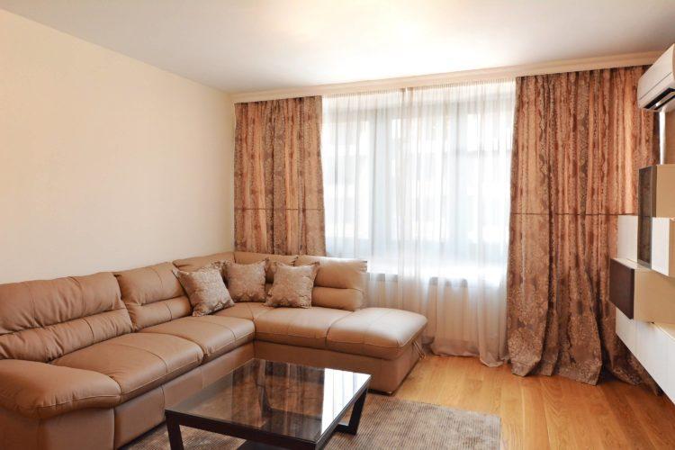 Кои са най-подходящите завеси за декориране на спалнята