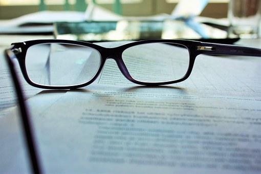 При проблеми със зрението и при нужда от атрактивен моден аксесоар, изберете диоптричните очила!